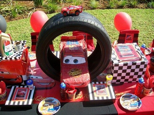 car-themed-birthday-party-centerpieces